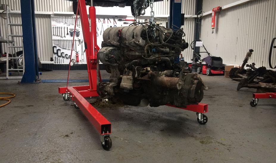 Transverse engine