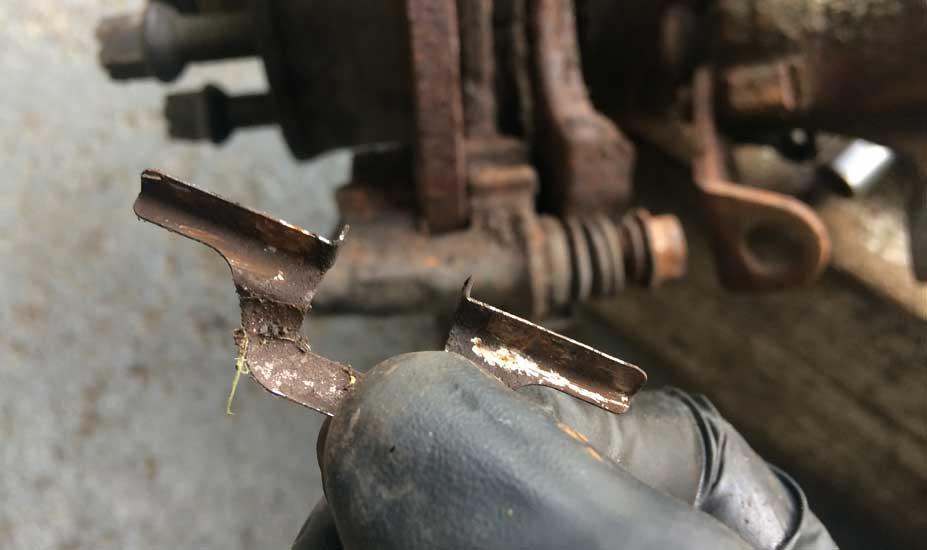 Brake caliper clips