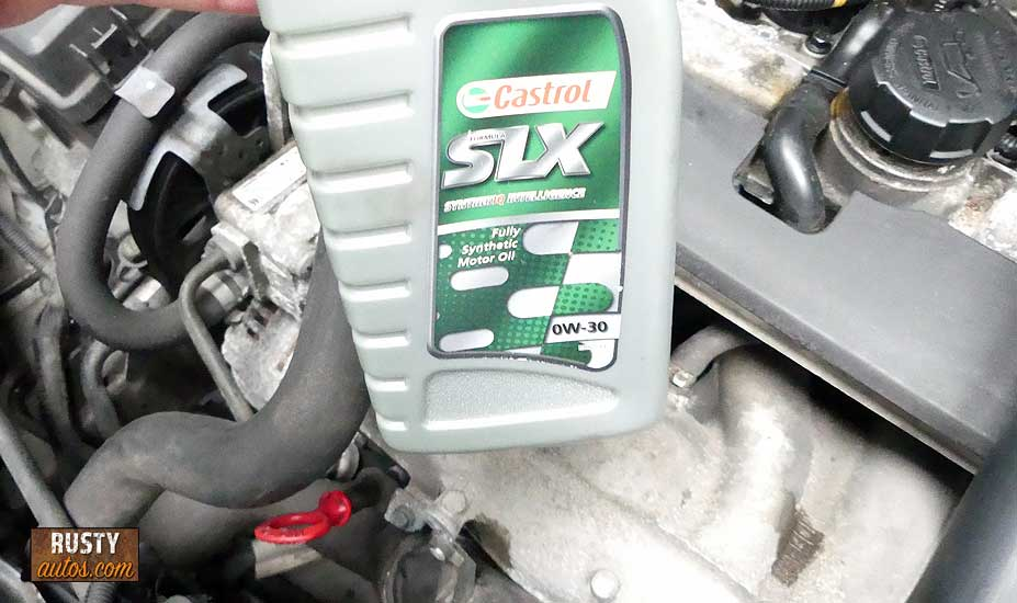 Engine oil can