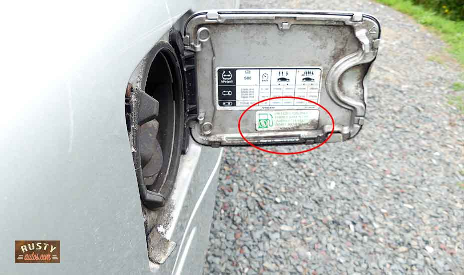 Gas flap specifying fuel type