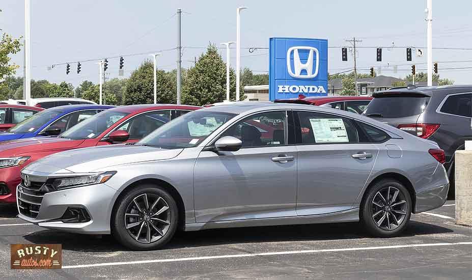Honda civic on car lot