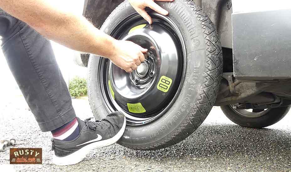 Fitting wheel studs